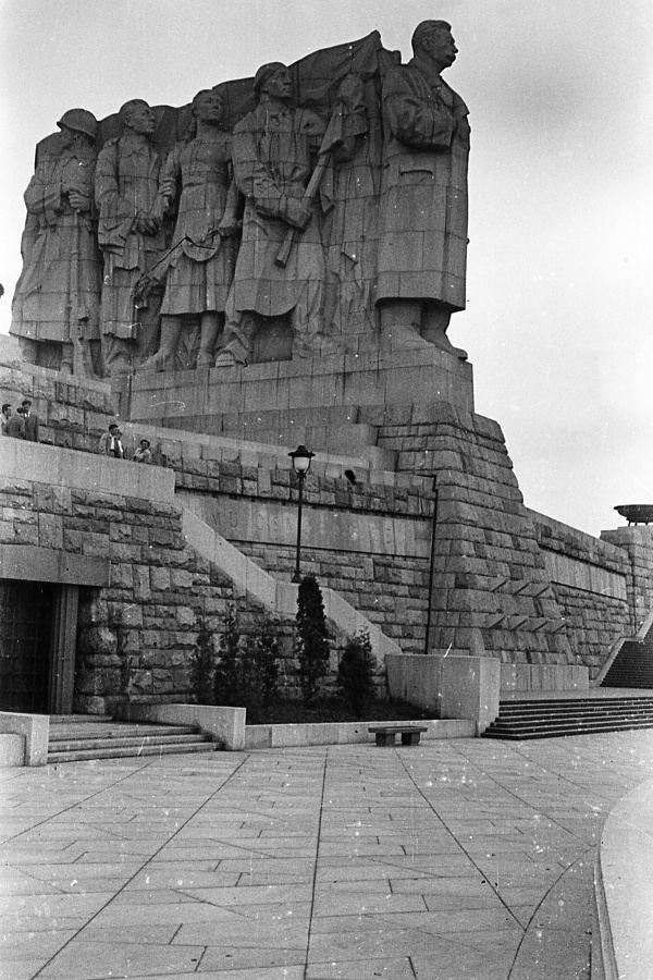 Stalin Monument (Prague) httpsuploadwikimediaorgwikipediacommonsbb