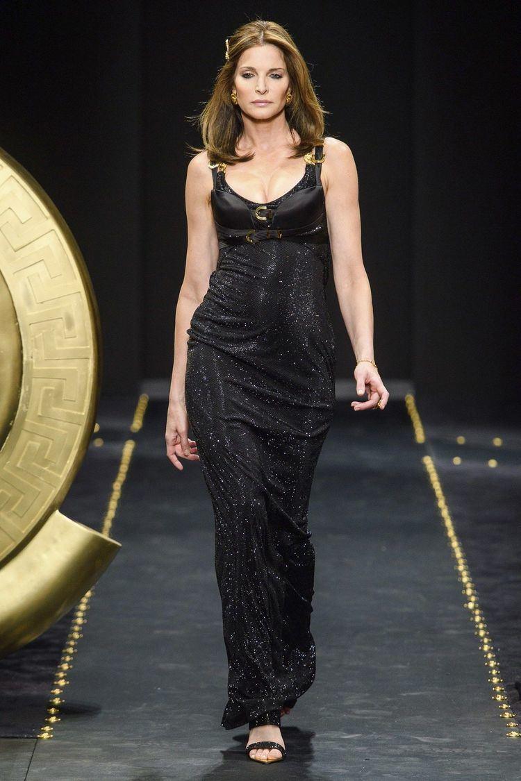 Versace News, Collections, Fashion Shows, Fashion Week Reviews, and More |  Versace, Mode printemps été, Prêt à porter