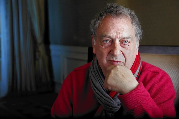Stephen Frears Stephen Frears likes his women strong latimes