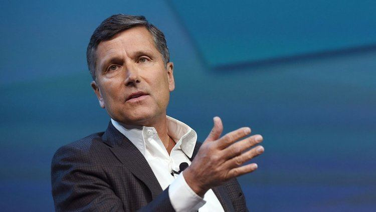 Steve Burke (businessman) NBCUniversal CEO Steve Burke Pay Falls Slightly to 337 Million