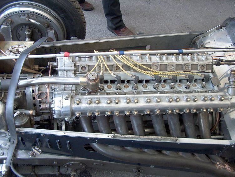 Straight-eight engine