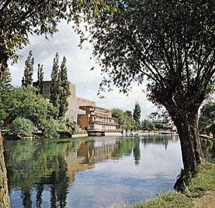 Stratford-upon-Avon httpsmedia1britannicacomebmedia664466004