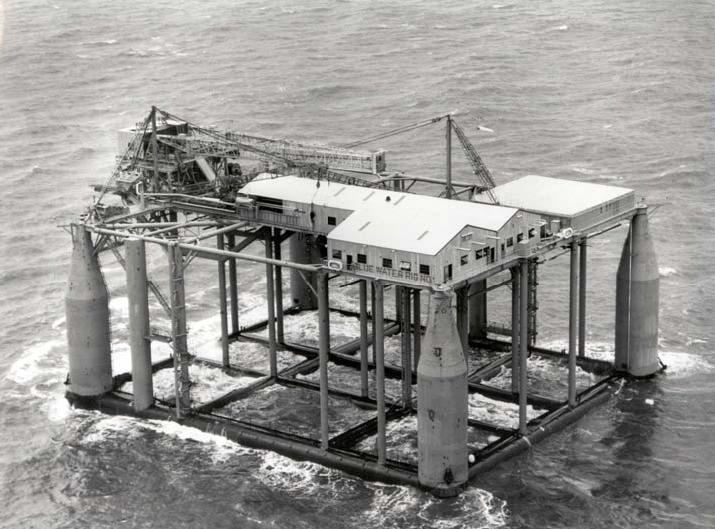 Submersible drilling rig