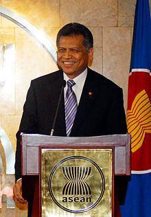 Surin Pitsuwan httpsuploadwikimediaorgwikipediacommonsthu