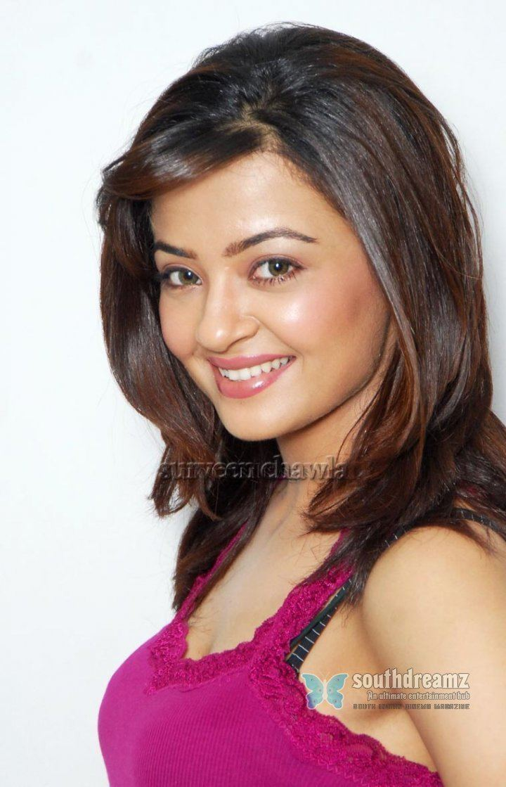 Surveen Chawla Actress Surveen chawla South Indian Cinema Gallery