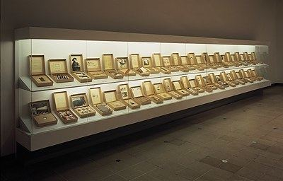 Susan Hiller MoMAorg Interactives Exhibitions 1999 Museum as