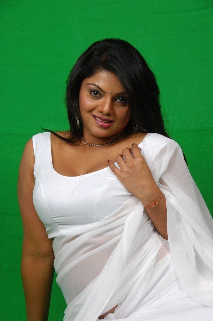 hindi movie Ek Bindaas Aunty 2 download