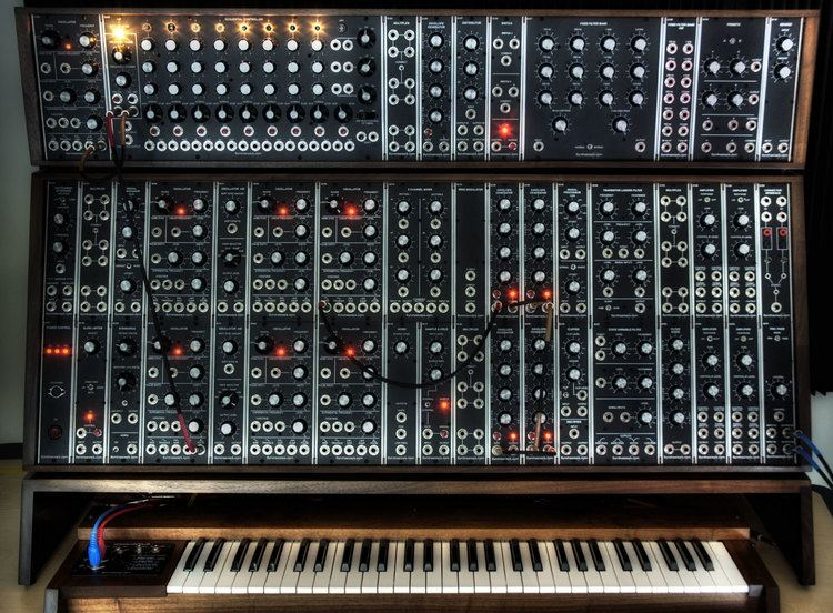 Synthesizer 1000 images about Synthesizers on Pinterest Bobs Piano and Hardware