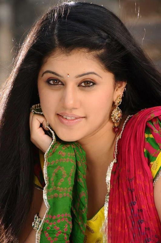 Taapsee Pannu Photo Gallery of Taapsee Pannu Cine Punch