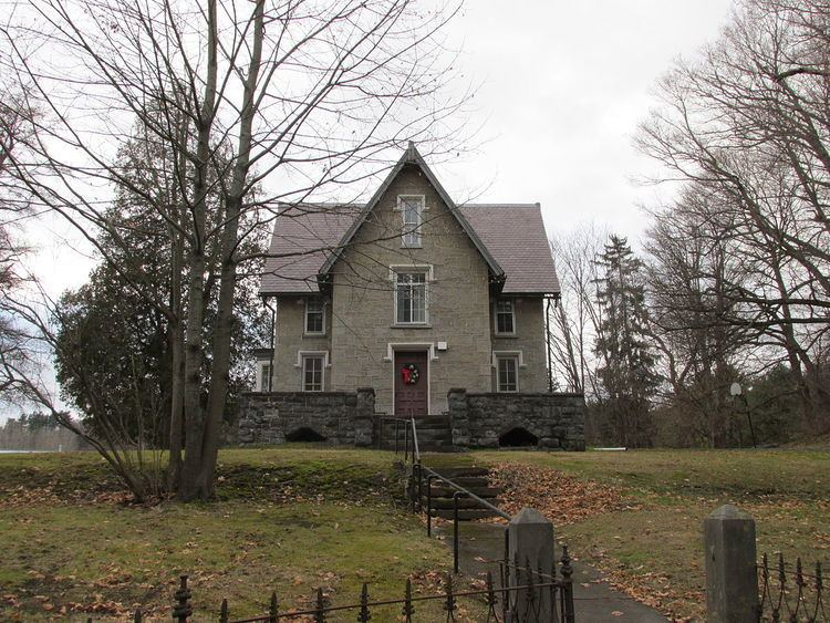 Taconic and West Avenues Historic District