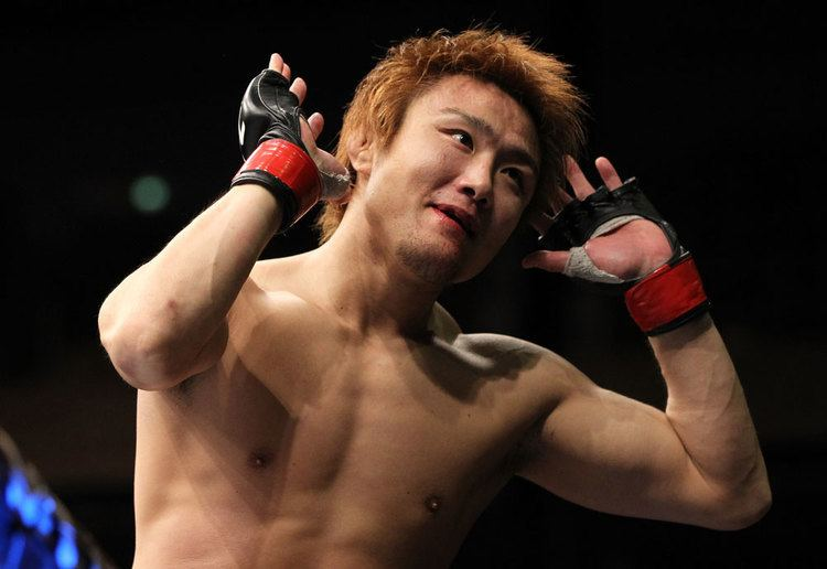 Takanori Gomi Takanori Gomi defeats Isaac VallieFlag in a bloodbath
