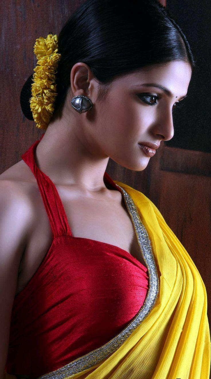 Tanusree Chakraborty Tanusree Chakraborty in Saree BenGaLi TraDiTioN