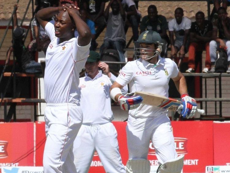Tendai Chatara (Cricketer) playing cricket