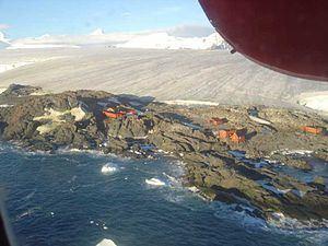 Teniente Luis Carvajal Villaroel Antarctic Base httpsuploadwikimediaorgwikipediacommonsthu