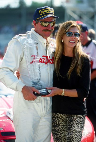 Teresa Earnhardt Alchetron The Free Social Encyclopedia Kerry earnhardt and wife rene use their name on homes they helped design and promote with schumacher homes. teresa earnhardt alchetron the free