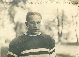 Terry Snoddy httpsuploadwikimediaorgwikipediacommonsthu