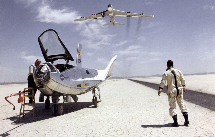 Test pilot Pioneering Test Pilot Bill Dana Dies at Age 83 NASA