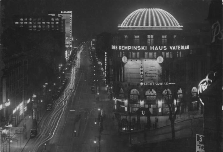 The Berlin Government District Part 1: 1932-1938 movie scenes Night time view of Stresemannstrasse in July 1932 showing the Haus Vaterland The Hotel F rstenhof is in the left foreground while the brightly illuminated