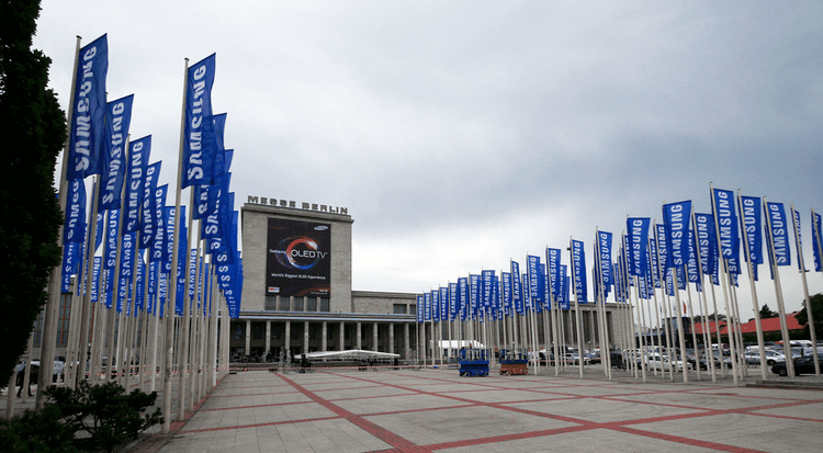 The Berlin Government District Part 1: 1932-1938 movie scenes The Berlin Messe is an exhibition hall Goebbels had built in 1936 37 The swastikas returned in 2007 to accommodate Tom Cruise s movie Valkyrie