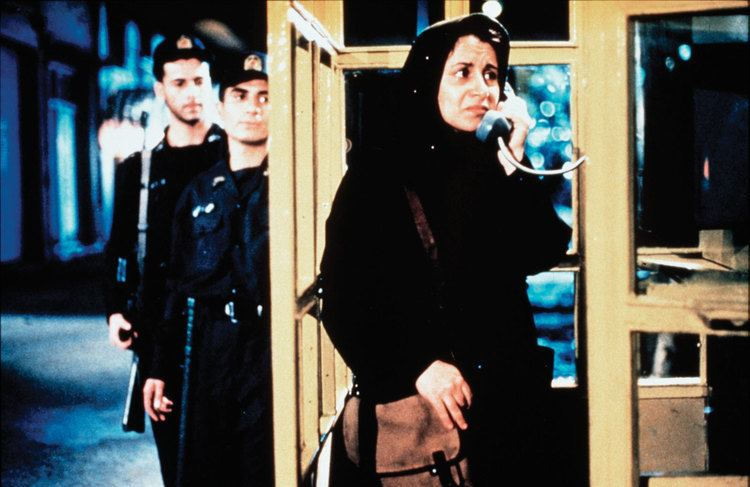 The Circle (2000 film) The Circle Dayereh IranItalySwitz 2000 and Offside Iran 2006