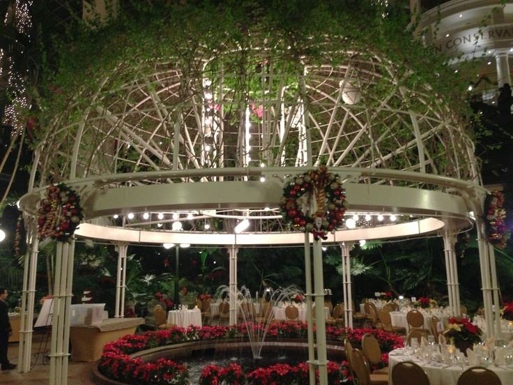 The Crystal Gazebo The Crystal Gazebo at Opryland Hotel A look at the centerpiece