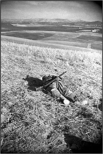 The Falling Soldier New Doubts Raised Over Capa39s 39Falling Soldier39 The New York Times