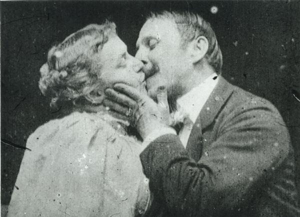 The Kiss (1896 film) httpsuploadwikimediaorgwikipediacommons88