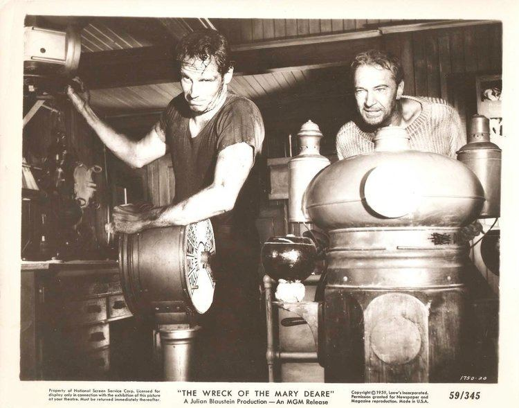 GARY COOPER CHARLTON HESTON in The Wreck of the Mary Deare