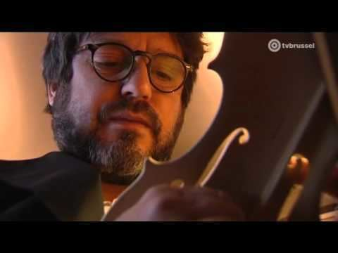 Thomas Meuwissen Vioolbouwer Thomas Meuwissen in het Muziekinstrumentenmuseum in