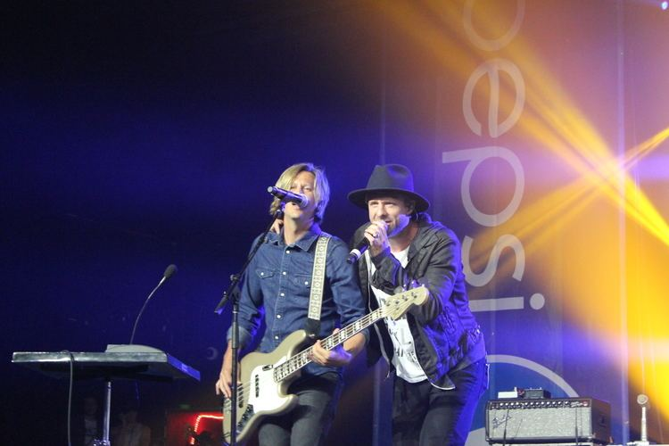 Tim Foreman Switchfoot Bassist Tim Foreman Sings Lead Vocals Live for First Time