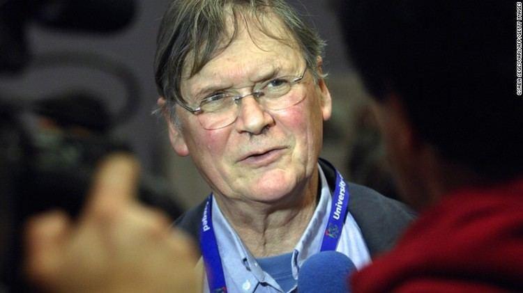 Tim Hunt Nobel scientist Tim Hunt quits over sexist remarks CNNcom