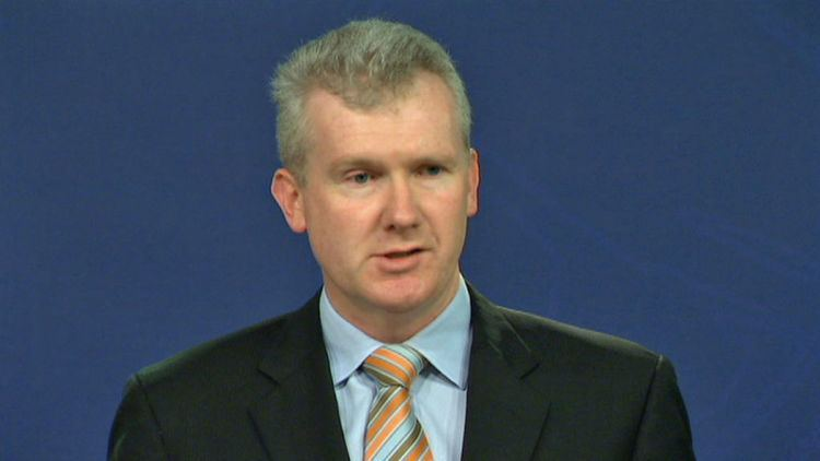 Tony Burke PM Burke claims new asylum policies are working 07082013