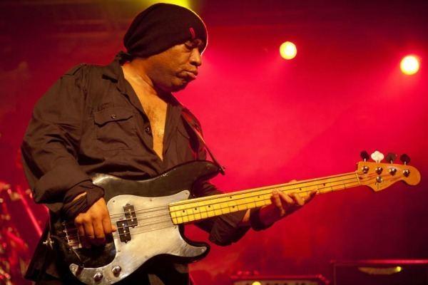 Tony Butler (musician) slicing up eyeballs 80s alternative music college rock indie