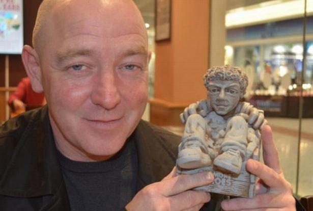 Tony McCarroll Gnoasis Former Oasis drummer Tony McCarroll immortalised as garden