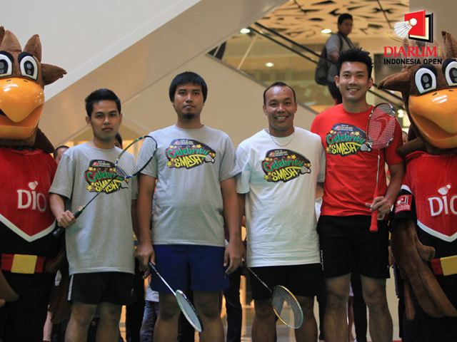 Tri Kusharjanto Djarum Badminton Indonesia Open 2012 Celebrity Smash Tri
