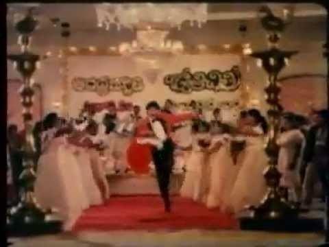 Trimurtulu movie scenes Venkatesh Movie Trimurtulu Most Heroes Guest Appearance in this song
