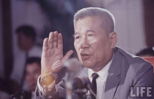 Trần Văn Hương Mt nn hng lng dng ln C Tng Thng Trn Vn Hng OVV