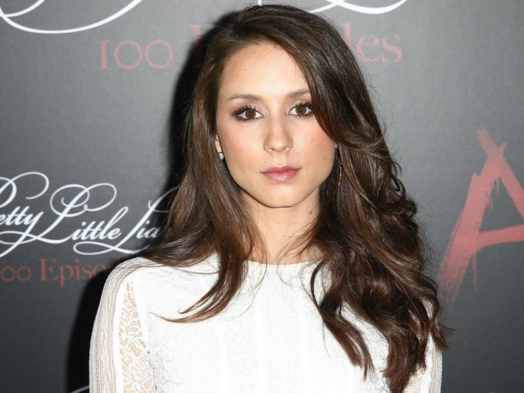 Troian Bellisario Suits Troian Bellisario PLL to Guest Star with Patrick