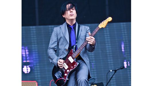 Noel Gallagher Jazzmaster.Troy Van Leeuwen Alchetron The Free Social Encyclopedia