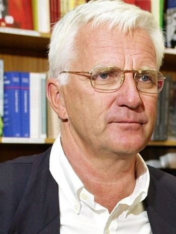 Trygve Hegnar Ny usminket bok om Hegnar NRK Kultur og underholdning