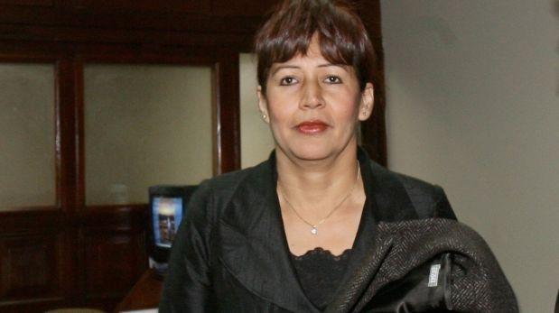 Tula Benites Tula Benites exige que el Congreso le pague S25