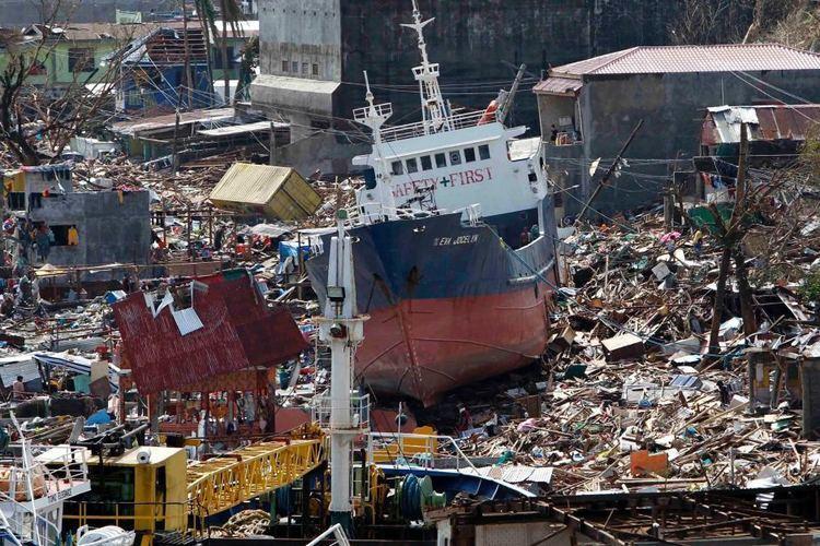Typhoon Haiyan Fears at least 10000 dead in Philippines as Super Typhoon Haiyan
