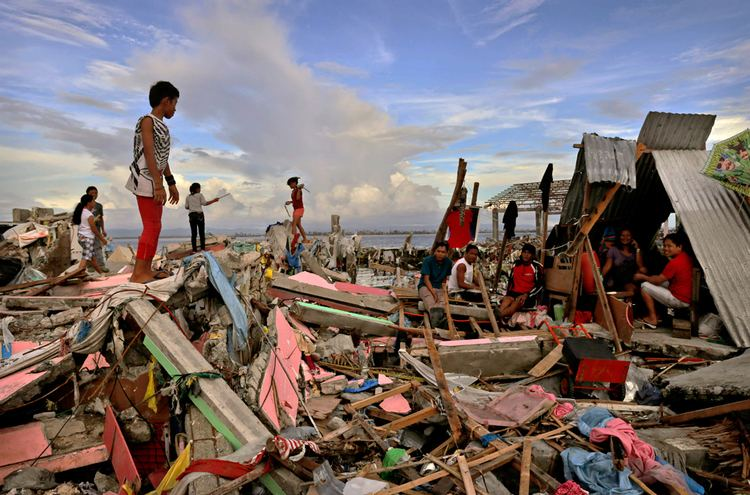 Typhoon Haiyan Aftermath of Typhoon Haiyan Photos The Big Picture Bostoncom