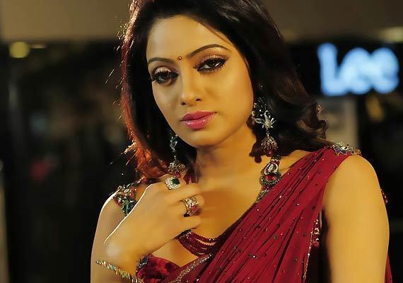 Udaya Bhanu (actress) UdayaBhanuNigadeesiAdugujpg
