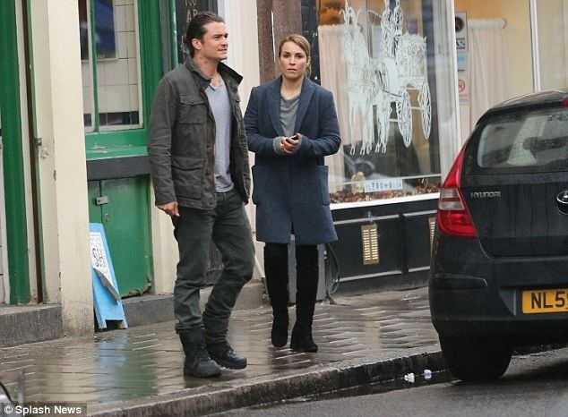 Unlocked (2017 film) Orlando Bloom looks rather chilly on Unlocked set with Noomi Rapace