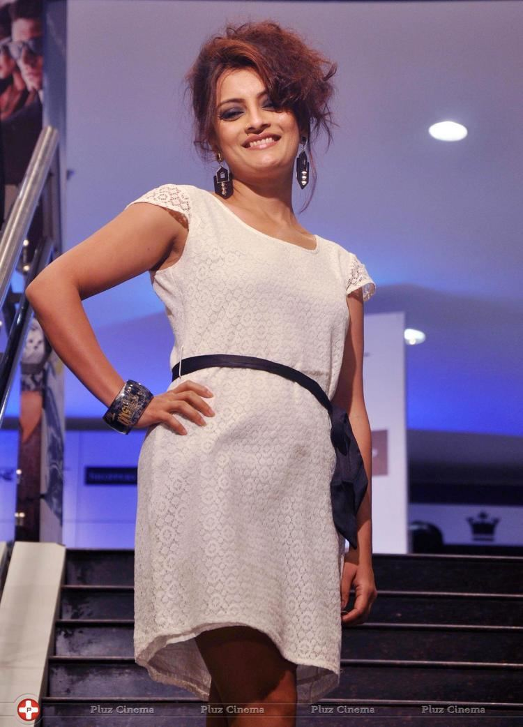 Ushasie Chakraborty Shoppers Stop launches western collection photos Hindi