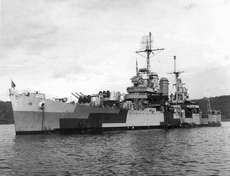 USS Honolulu (CL-48) FileUSS Honolulu CL48 at anchor in 1944jpeg Wikimedia Commons