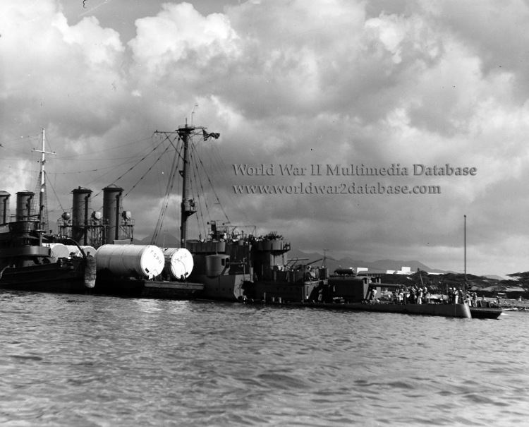 USS Raleigh (CL-7) Pontoons Are Strapped to USS Raleigh CL7 The World War II
