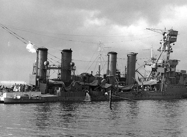USS Raleigh (CL-7) FileUSS Raleigh CL7 stb side Pearl Harbor 1941jpg Wikimedia Commons