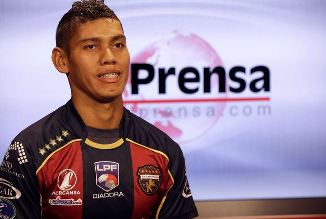 Valentín Pimentel Panameo Valentn Pimentel firma con el club Deportivo La Equidad